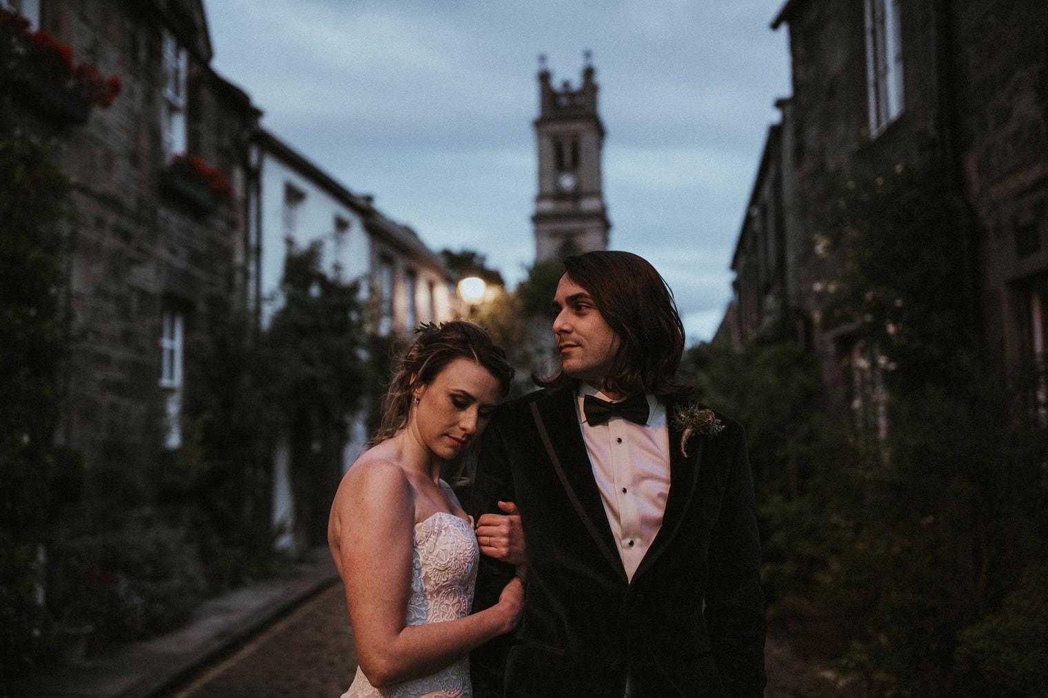 Couple eloping in Edinburgh in Circus Lane